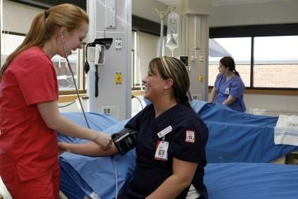 женщина сдает кровь msmstudy
