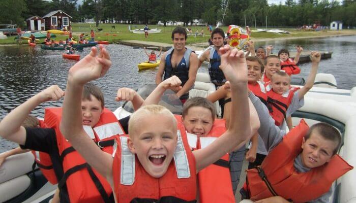 ребята на лодке msmstudy
