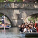 ребята плывут в лодках msmstudy