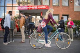 девушка на велосипеде msmstudy
