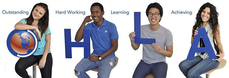 студенты держат буквы msmstudy