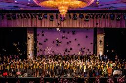 общее фото на сцене студентов msmstudy