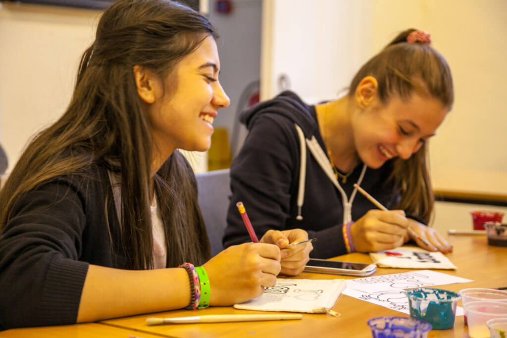 Работа для девушки 17 лет студент работа для девушек на выставках москва