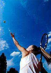 девушка играет в тенис msmstudy