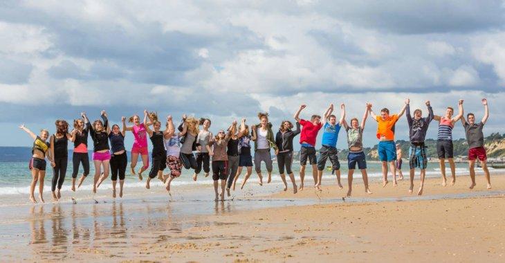 общее фото студентов на побережье msmstudy
