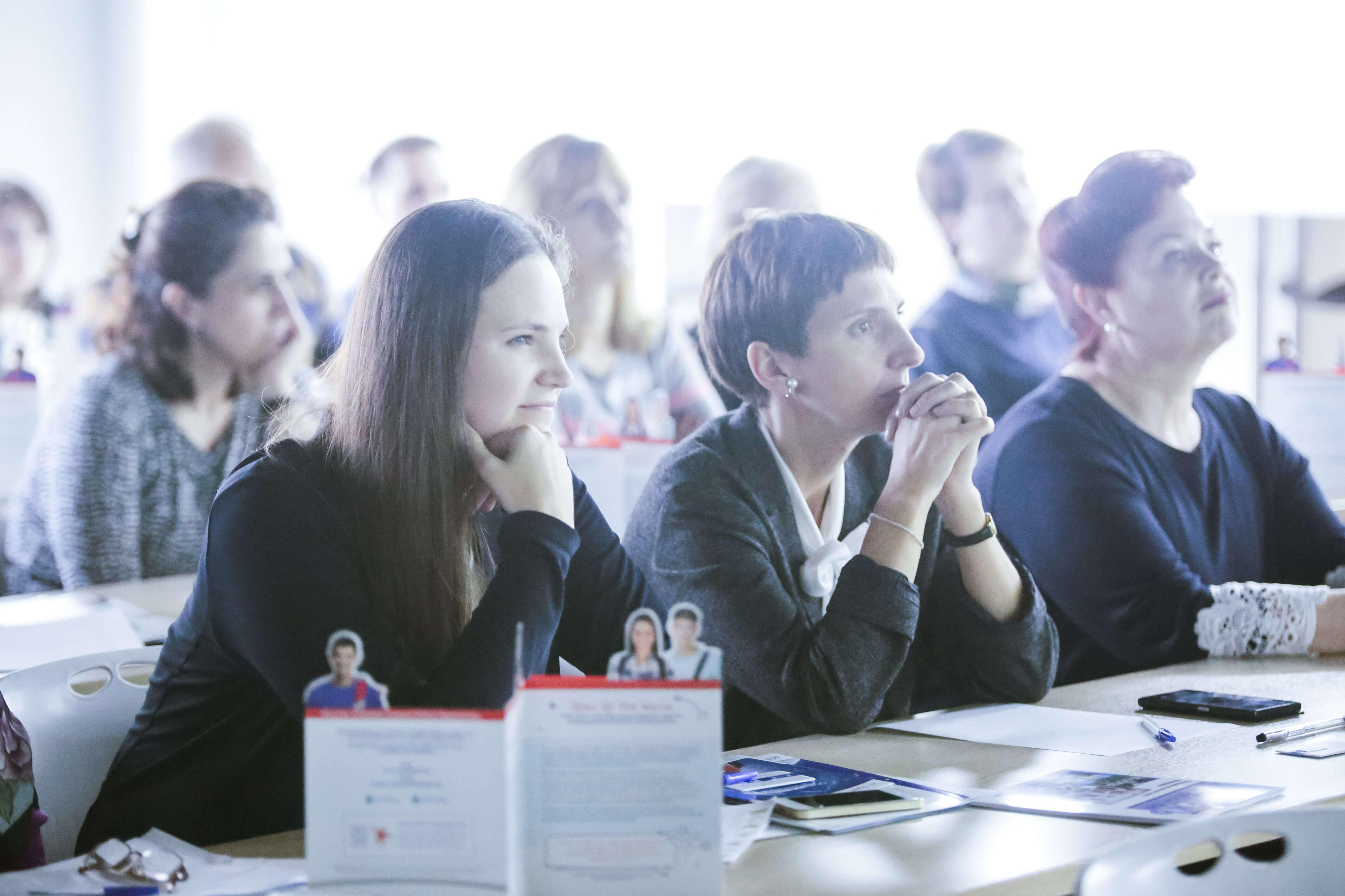 слушатели семинара в москве за столом msmstudy