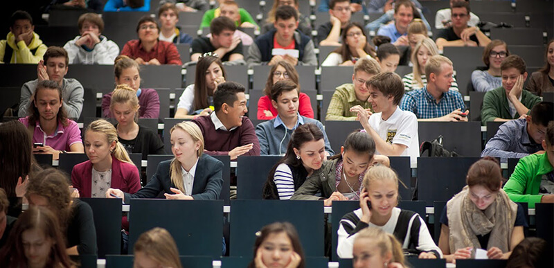Студенты в аудитории msmstudy