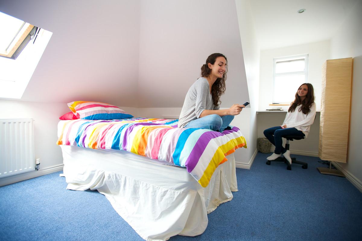 девушка в общежитии Борнмут msmstudy