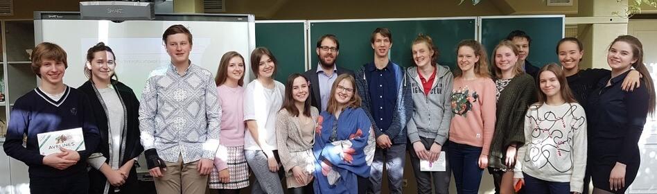 Дети на общем фото у доски msmstudy