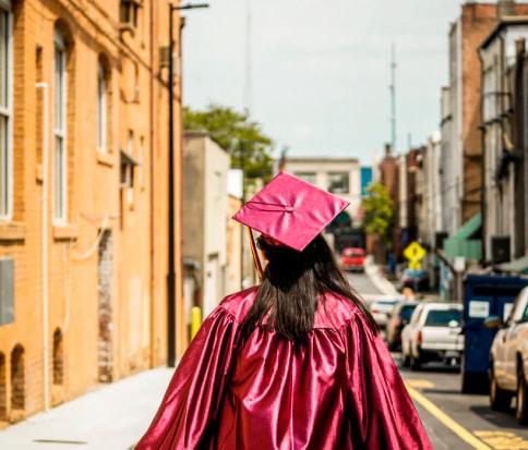 выпускница вуза